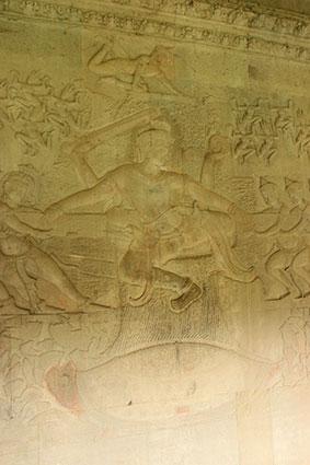 Detalle de la Batalla en la que los dos ejércitos estirando cada uno de un extremo, en Angkor Wat (Camboya)..