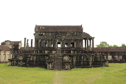 Una de las antiguas bibliotecas del complejo de Angkor Wat (Camboya).