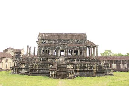 Restos de una de las bibliotecas del complejo religioso de Angkor Wat (Camboya).