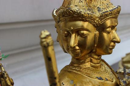 Detalle de una estatua de Buda con cuatro caras, en Wat Arun (Bangkok)