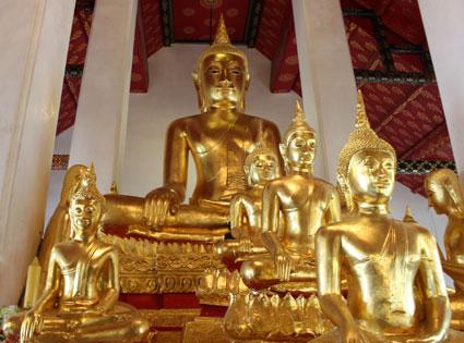 Estata del Buda que debía proteger el reinado del rey Rama II, en el Wat Arun (Bangkok)