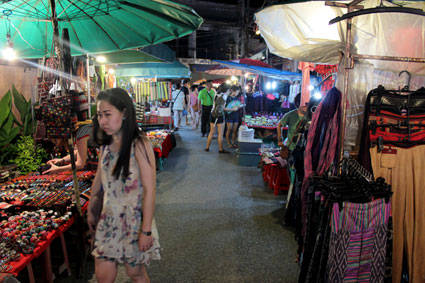 Imagen del mercado de Saturday Walking Street en Chiang Mai.