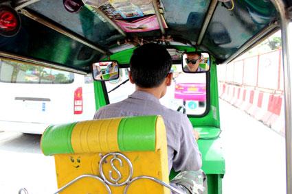 El conductor que nos llevó al Loha Prasat, la Export Shop y el Mountain Golden, en Bangkok.