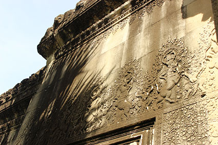 Detalle de una batalla en el relieve en una de las paredes de Angkor Wat (Camboya).