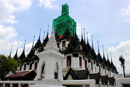 Exteriores del edificio principal del Loha Prasat, Patrimonio de la Humanidad por la UNESCO, Bangkok