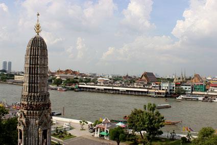 El Grand Palace, el Wat Phra Kaew y el Wat Pho vistos desde el Wat Aun, en Bangkok.