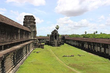 Explanada dentro del recinto de Angkor Wat (Camboya).