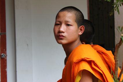 Un estudiante monje de la escuela del templo Wat Duang Di, en Chiang Mai (Tailandia).