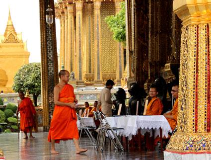 Día semanal de la oración en honor al Rey de Tailandia en Wat Phra Kaew