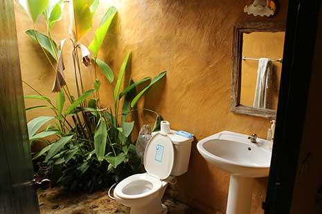 Imagen del baño, a cielo abierto, de la cabaña en la que nos alojamos en Pai, Tailandia.