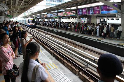 Estación de Sala Daeng del Skytrain, en BangKok (Tailandia)