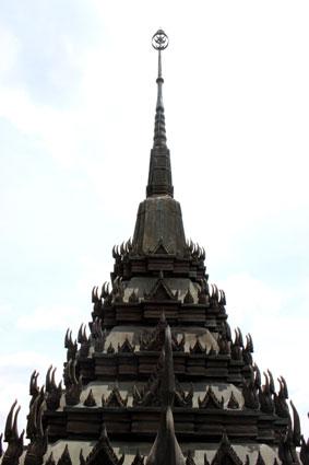 Una de las torres del Loha Prasat, Bangkok.