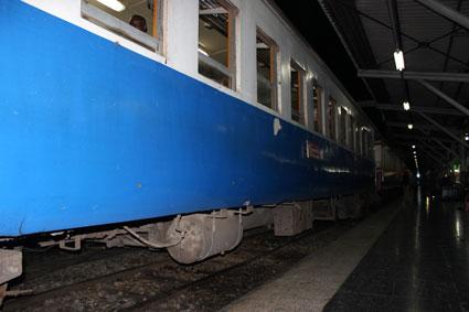 Nuestro vagón del tren que nos iba a transportar de Bangkok a Chiang Mai, Hua Lamphong (Bangkok)