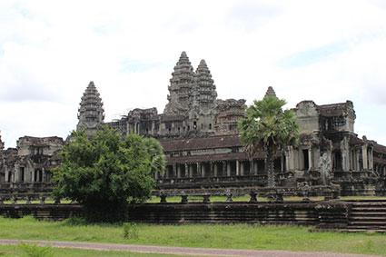 Uno de los laterales del edificio central de Angkor Wat (Camboya).