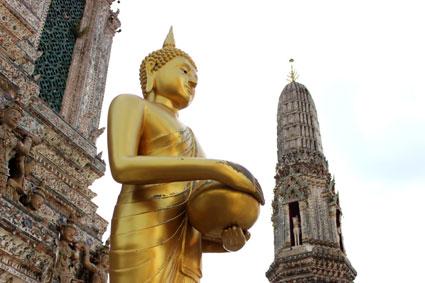 Vista de una de las torres o prangs inferriores del Wat Arun.