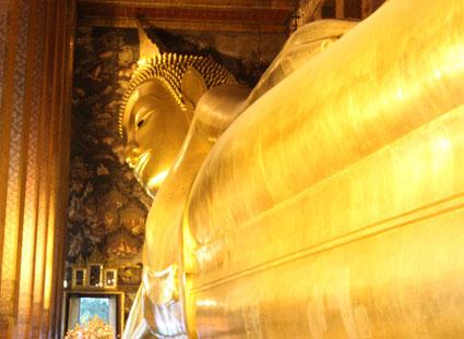 Budha reclinado en Wat Pho, Bangkok (Tailandia)