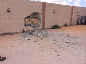 Agujero creador por el lanzamiento de un mortero en la casa de Mercedes Fonte, en Bengasi (Libia).