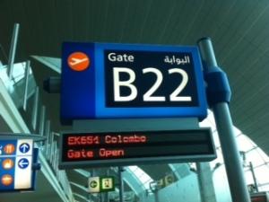 Puerta de embarque hacia Colombo en el aeropuerto de Dubai, Emiratos Árabes.