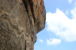 Vista de una de las paredes casi verticales de la Roca del León en Sigiriya, Sri Lanka.
